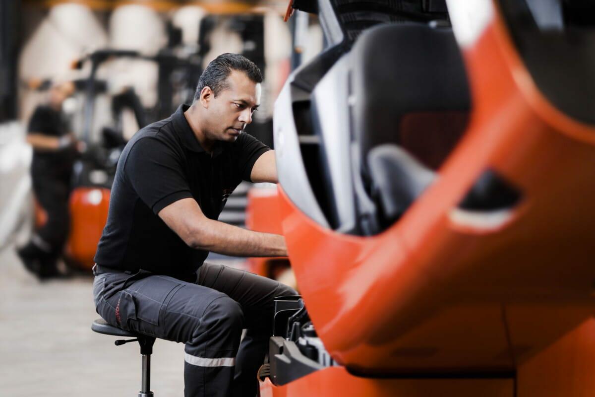 service-technician-at-work-6 Toyota.jpg