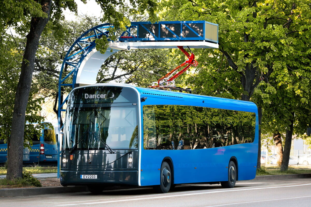 Dancer-bus-summer-11.jpg