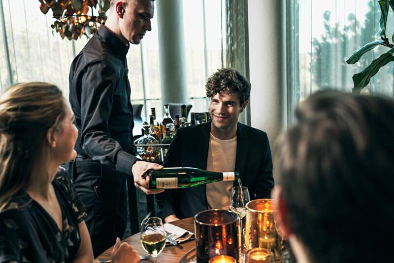 Servitör/servitris/bartender image