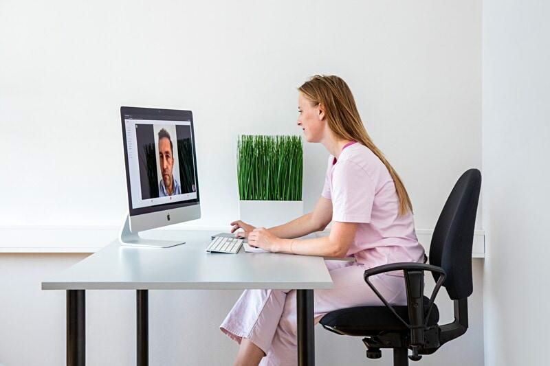 Vi letar efter psykologer som vill arbeta digitalt image