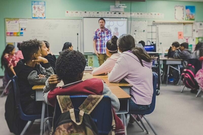 Sök tjänsten som lärarvikarie på grundskolor i Norra Stockholm image