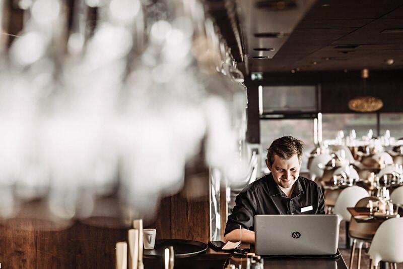 Servitris / Servitör till View Skybar & Restaurant image