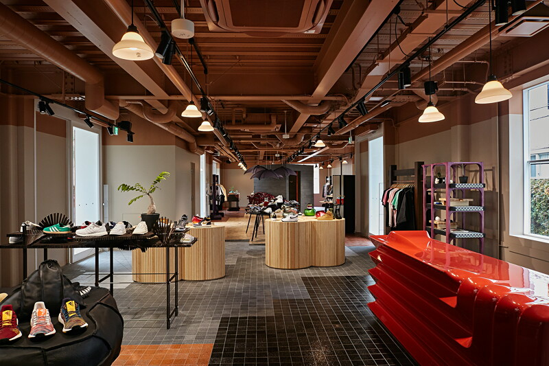 Store Associate-Tokyo image