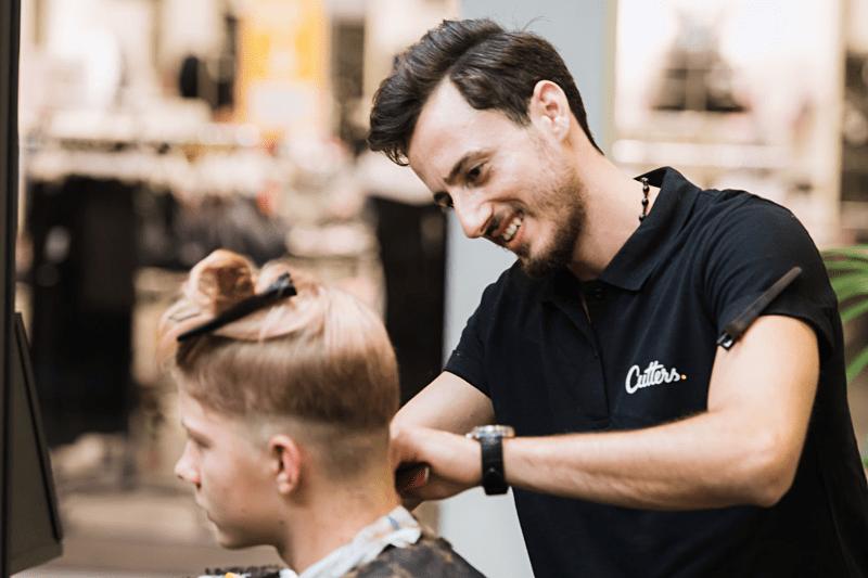 Önsker du ny frisörjobb? Vi behöver frisörer til Uppsala forum och Gränby! image